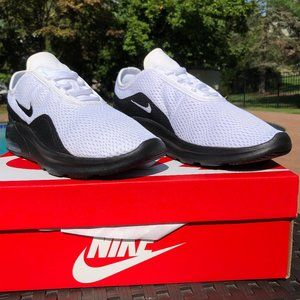 Nike White Black Air Max Motion 2 Sneakers